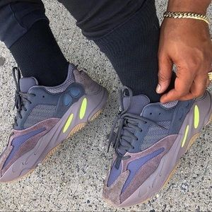 competitive price dfb9e 2dbc8 Yeezy boost 700 - Mauve NWT